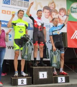 """Nejlepší """"eliťáci"""" v """"Monte Carlu"""": zleva stříbrný Viktor Klos, uprostřed zlatý Michal Kozel a vpravo bronzový Roman Kubice."""